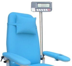 ceci est la photo d'un fauteuil de dialyse avec une balance intégrée